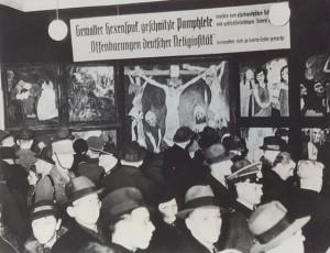 Exposition-d-Art-Dégénéré-à-Berlin-300x230